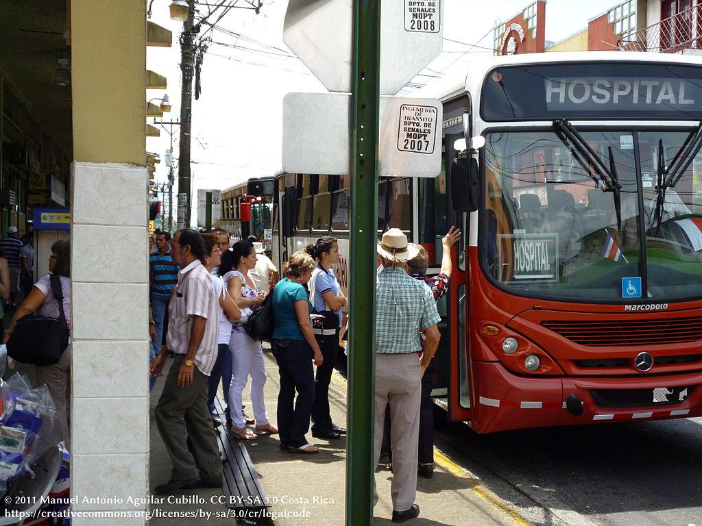 El servicio de buses en Costa Rica funciona mediante concesiones.