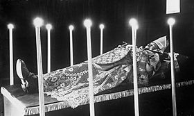 Cardinal Sevin lying in state 1916.jpg