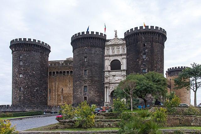 Замок Кастель-Нуово— место следствия над Кампанеллой. Фото 2008 года