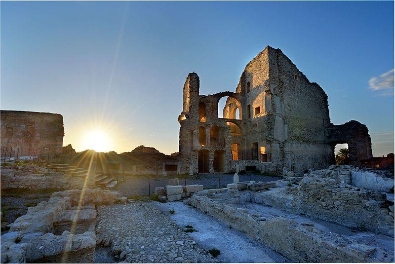 File:Castello della Valle Fiumefreddo Bruzio 1.JPG