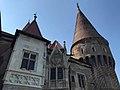 Castelul Corvinilor, fata laterala.jpg