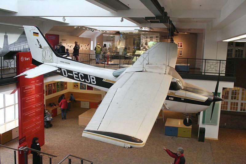 La avioneta Cessna 172 de Mathias Rust, en el Deutsches Technikmuseum, de Berlín.