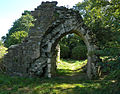 Château de la Joyeuse Garde, ruine de la porte.jpg