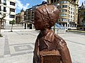 Clara Campoamor-en omenezko eskultura Vinuesa Plazan II.jpg