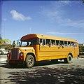Collectie Nationaal Museum van Wereldculturen TM-20029653 Schoolbus met schoolkinderen Bonaire Boy Lawson (Fotograaf).jpg