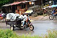 Conducteur de moto tricycle, Douala.jpg