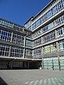 Cour du Lycée Léonie de Waha à Liège.JPG