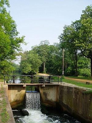 Delaware and Raritan Canal - Canal Lock (2005), with a dam constructed in place of the upper gate