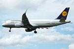 """D-AIUD A320 Lufthansa """"Fanhansa"""" (14600955838).jpg"""