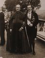 D. Manuel II com o Cardeal D. José Neto, 1913.png