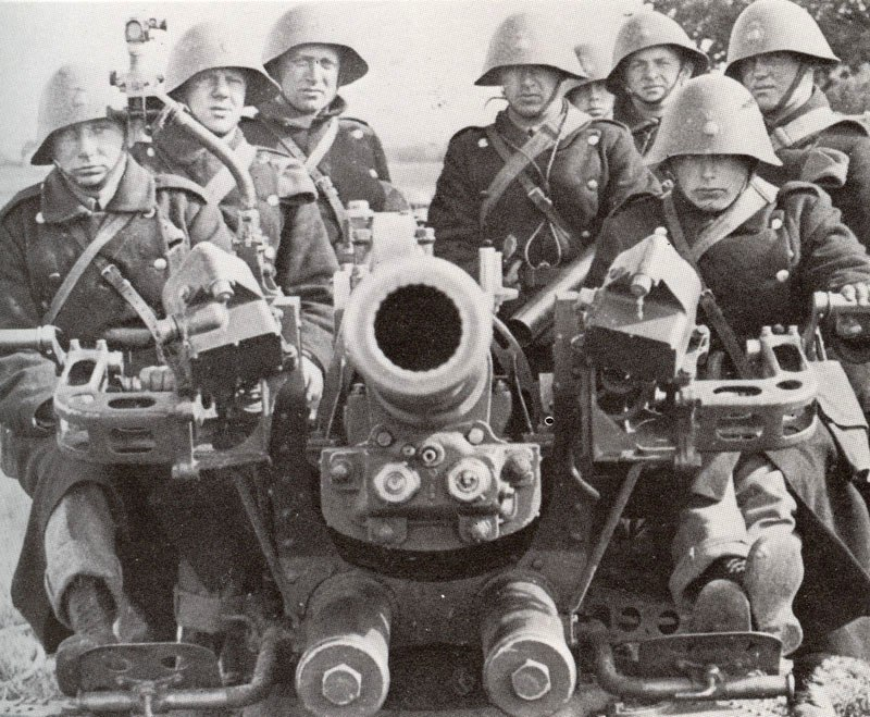Danish anti-aircraft crew