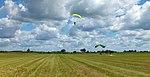 Daugavpils izpletņlēcēju paraugdemonstrējumi aviācijas svētkos Degumniekos.jpg