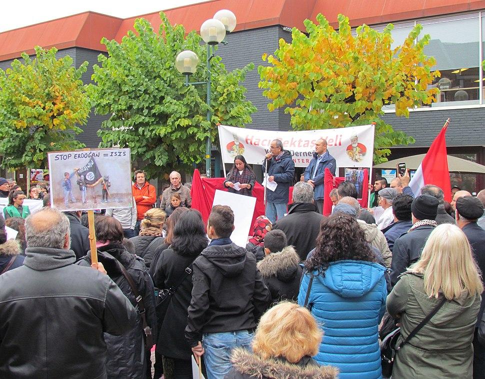 Demonstratie in Deventer tegen de bomaanslag in Ankara in 2015 (1)