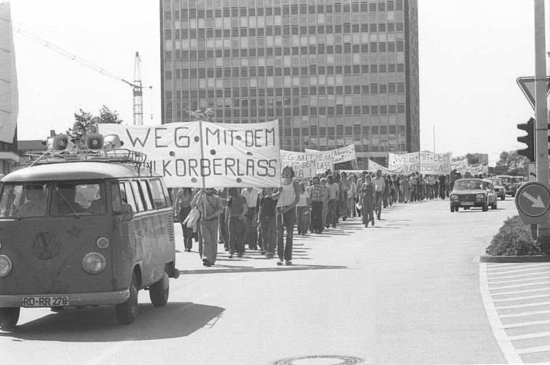Datei:Demonstration gegen denn sog. Maulkorberlass des Kultusministeriums (Kiel 66.127).jpg