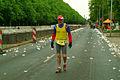 Der Läufer Gerd mit der Startnummer 850 auf dem Marathon Hannover 2012 ist 79 Jahre alt.jpg