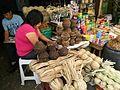 Dona atenent al Mercat del carrer de Cajamarca.jpg