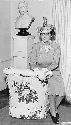 Dorothy Draper - Dorothy Draper in 1942