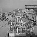 Drukte in de strandpaviljoens te Zandvoort, Bestanddeelnr 912-1173.jpg