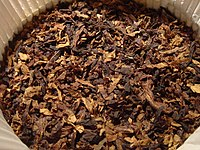 Shredded tobacco leaf for pipe smoking
