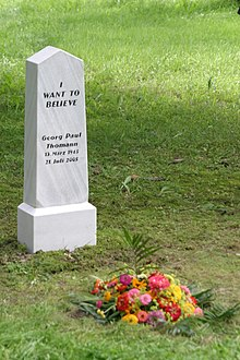 ESeL.at monochrom thomann grave 2005.jpg