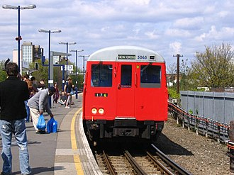 New Cross railway station - Image: East London Line terminus, New Cross geograph.org.uk 481877