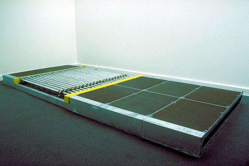 File:Eberhard Bosslet Skulptur Modulare Struktur Flach Prato 1988.jpg