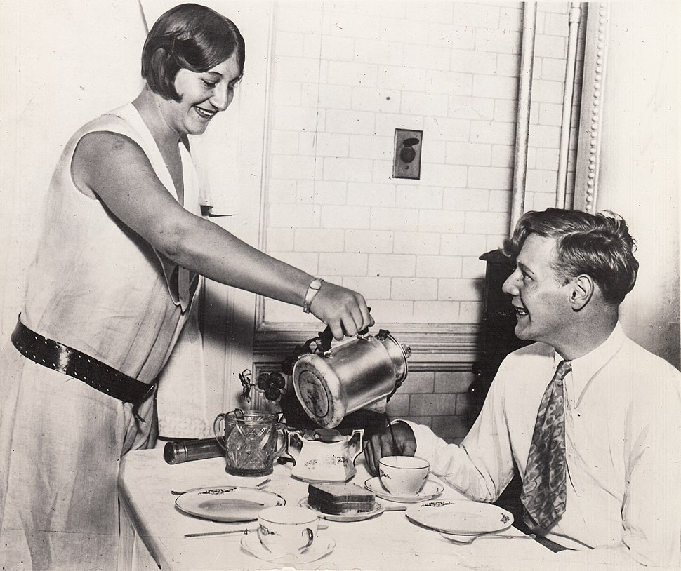 Eddie August Schneider (1911-1940) with a hot cup of coffee from his sister Alice Schneider Harms (1913-2002) on August 25, 1930 (600 dpi, 100 quality)