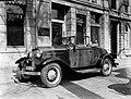 Een Ford voor het pand aan de Wijnhaven, Bestanddeelnr 189-0324.jpg