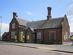 Ellesmere Port railway station building (1).JPG