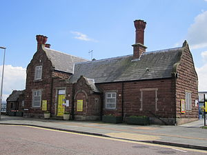 Ellesmere Port railway station - Image: Ellesmere Port railway station building (1)