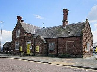 Ellesmere Port railway station - Image: Ellesmere Port railway station building (1)
