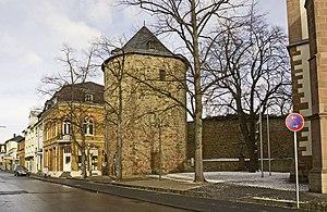 Dicker Turm und historische Stadtmauer