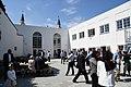 Fællesspisning i gården ved den nye moske i Allehelgensgade (41313281144).jpg