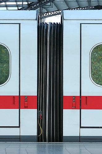 Gaiter (vehicle) - Gaiter between the pressurized cars of a German high speed train