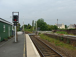 Feniton railway station in 2009.jpg