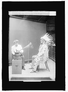 http://upload.wikimedia.org/wikipedia/commons/thumb/f/f4/Frances_Densmore_recording_Mountain_Chief.jpg/240px-Frances_Densmore_recording_Mountain_Chief.jpg