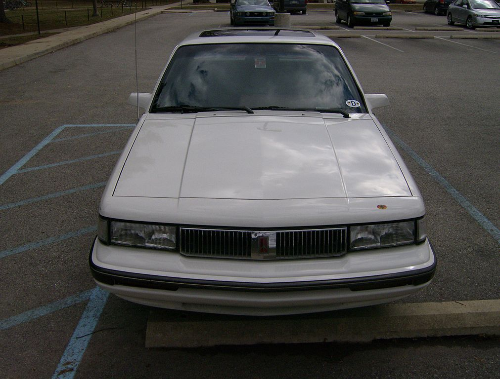 File:Front 1990 Oldsmobile Cutlass Ciera.jpg - Wikimedia Commons