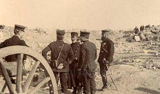 Nogi Maresuke - General Nogi standing in the center facing a captured Russian gun crew outside Port Arthur on 2 January 1905.