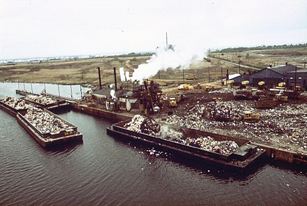 Garbage scows bring solid waste to Plant #2 at Fresh Kills Landfill, 1973. GARBAGE SCOWS BRING SOLID WASTE, FOR USE AS LANDFILL, TO FRESH KILLS ON STATEN ISLAND, JUST EAST OF CARTERET, NJ - NARA - 548315.jpg