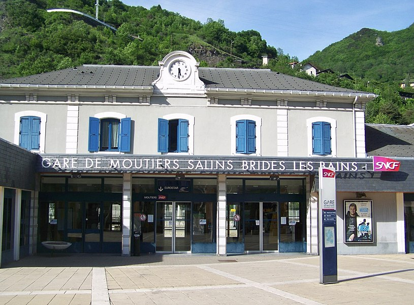 Front of the French station of Moûtiers-Salins-Brides-les-Bains, in Savoie.