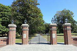 Wilbraham & Monson Academy - Image: Gateway Wilbraham & Monson Academy Wilbraham, Massachusetts DSC02427