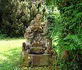 Gauting, Schloss Fußberg, Gartenfiguren.jpg
