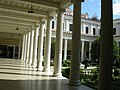 Getty villa, peristilio interno 02.JPG