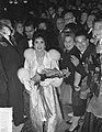 Gina Lolobrigida in Amsterdam, wereldpremiere, Bestanddeelnr 907-3993.jpg