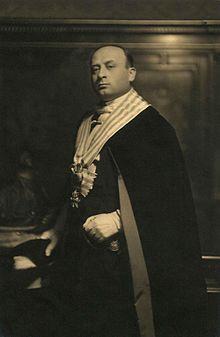 Giuliano Gozi con l'abito ufficiale da capitano reggente nel 1932