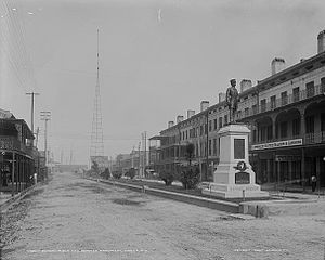 Government Street (Mobile, Alabama) - Historic view near the eastern end of Government Street, between Water and Royal Streets, in 1900.