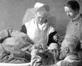 Gustav Killian führt in Seitenlage nach Mikulicz eine Ösophagoskopie durch.png