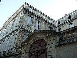 Hôtel de Joubert (Montpeller) - Porta i façana esquerra.jpg