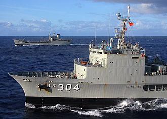 HMAS Success (OR 304) - HMAS Success sailing alongside HMAS Tobruk during RIMPAC 08