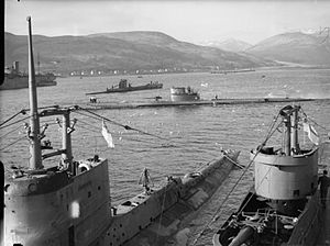 Holy Loch - Image: HMS Graph, HMS Sturgeon, HMS Tigris, P 42 at Holy Loch WWII